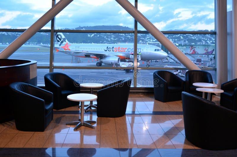Jetstar Airways hyvlar på Wellington International Airport royaltyfria bilder