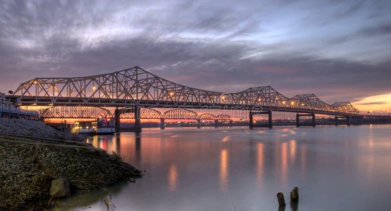jette un pont sur Louisville photographie stock libre de droits