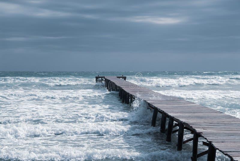 Jetty w zatoce na pla?y Mallorca zdjęcia stock