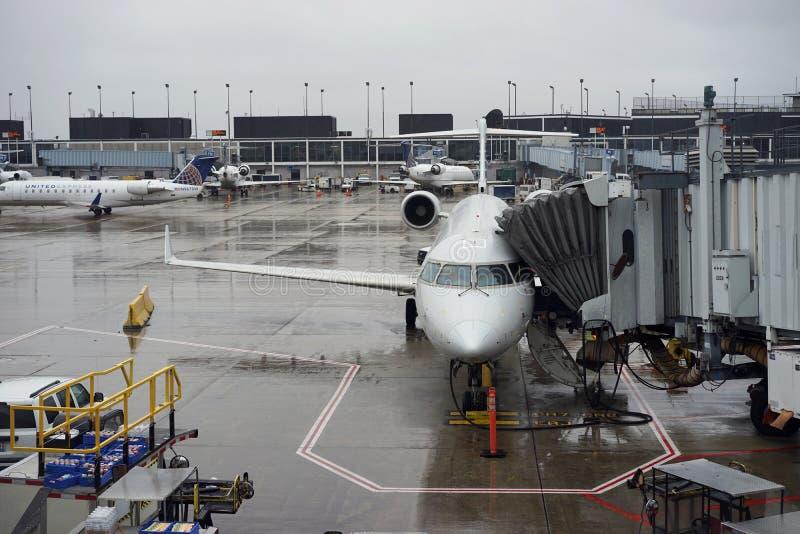 Jetway expresso unido no aeroporto de Chicago O'Hare imagem de stock