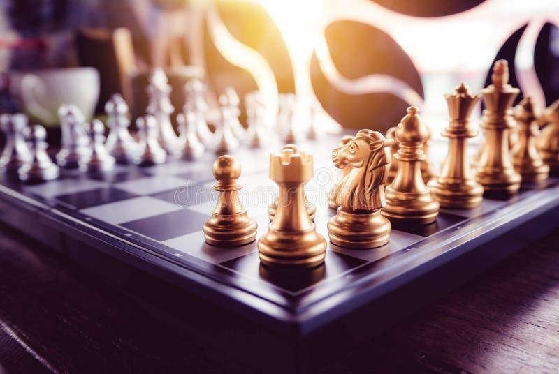 Jeu d'échecs à bord et avec de style de vintage images libres de droits