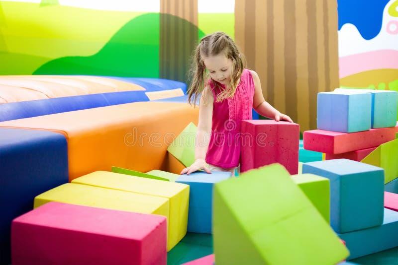 Jeu d'enfants Blocs de jouet de construction Jouets d'enfant images stock