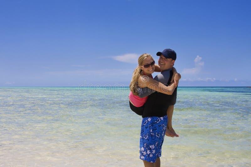 jeu d'océan de couples photo libre de droits