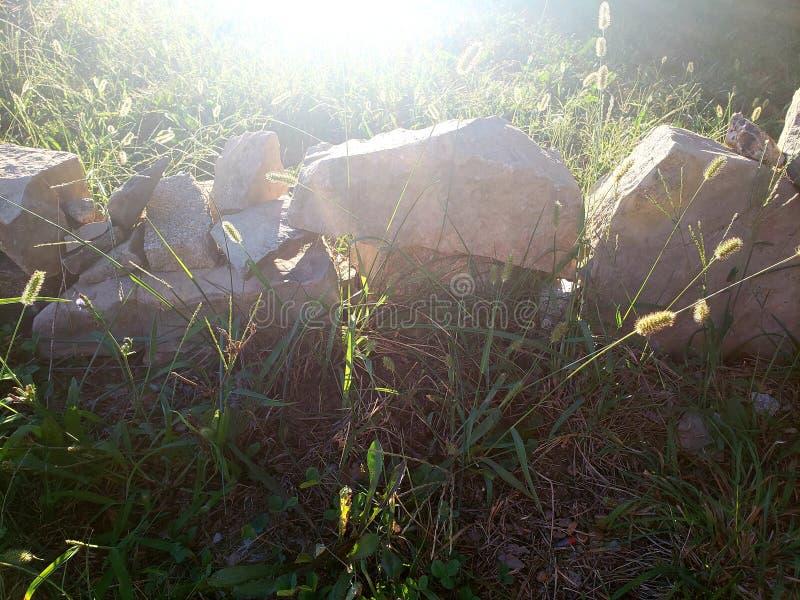 Jeu d'ombre avec des roches, forteresse miniature photographie stock libre de droits