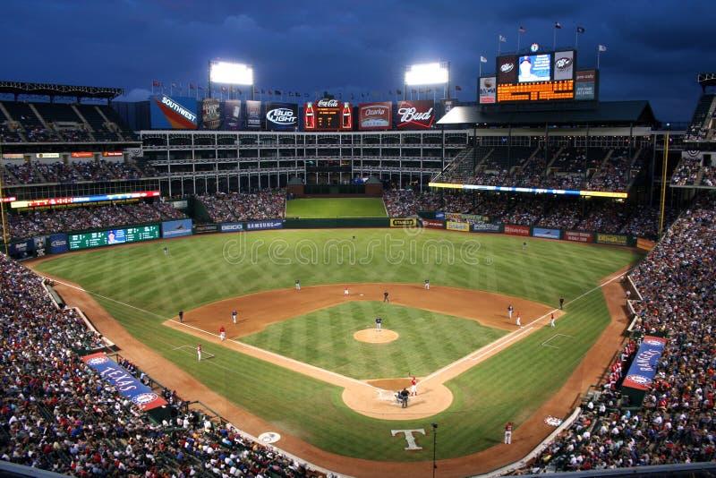 Jeu de base-ball de Texas Rangers la nuit photo libre de droits