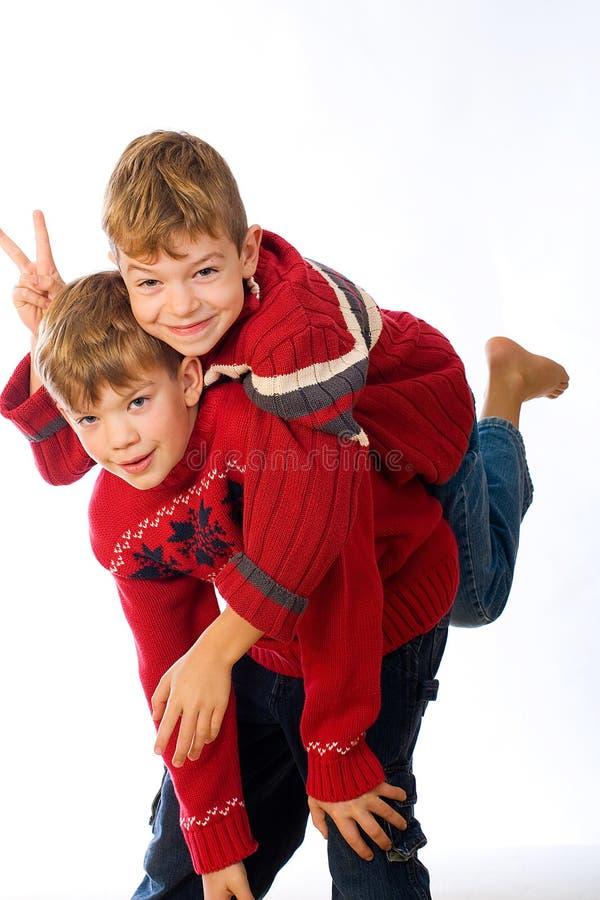 Jeu de deux garçons images stock