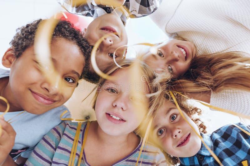 Jeu de garçons et de filles photos libres de droits