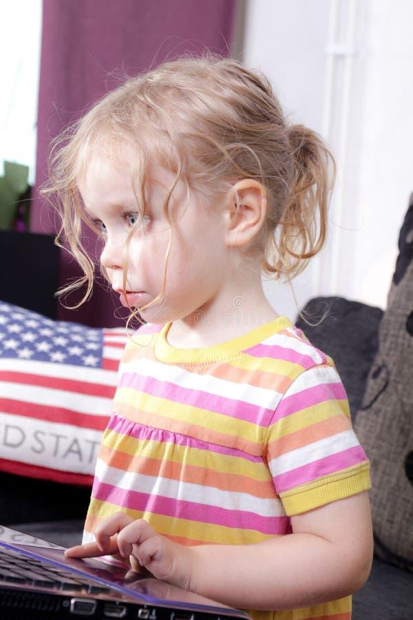 Jeu de jeunes filles photographie stock libre de droits