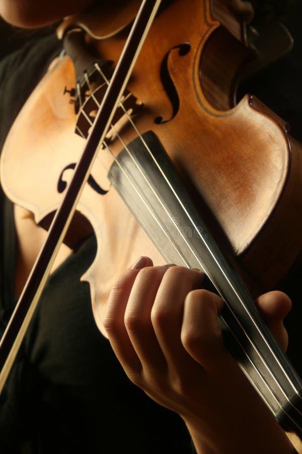 Jeu de violon images stock