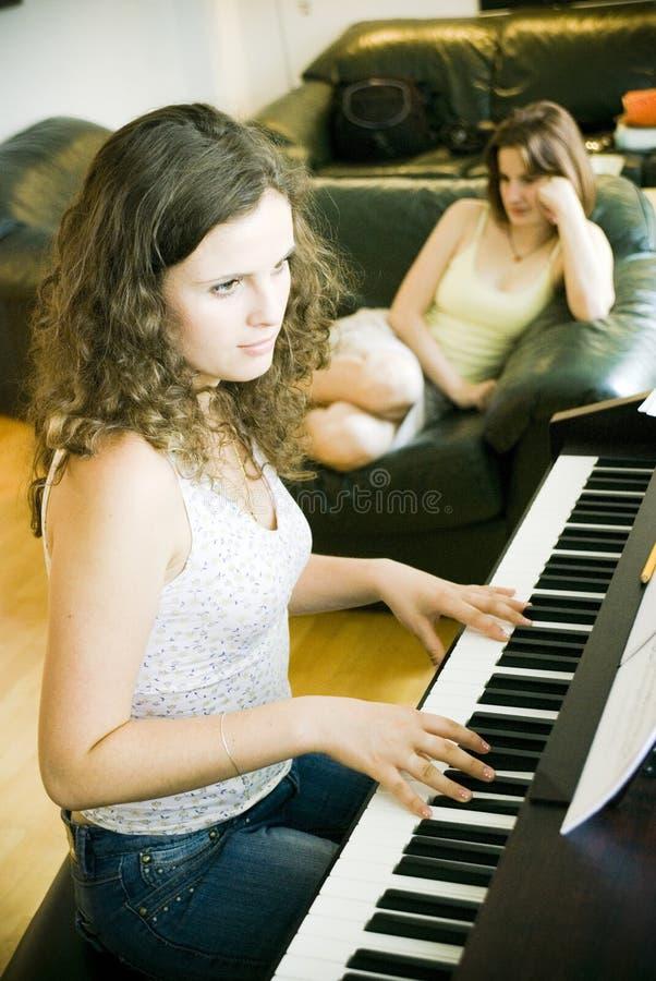 Jeu du piano image libre de droits