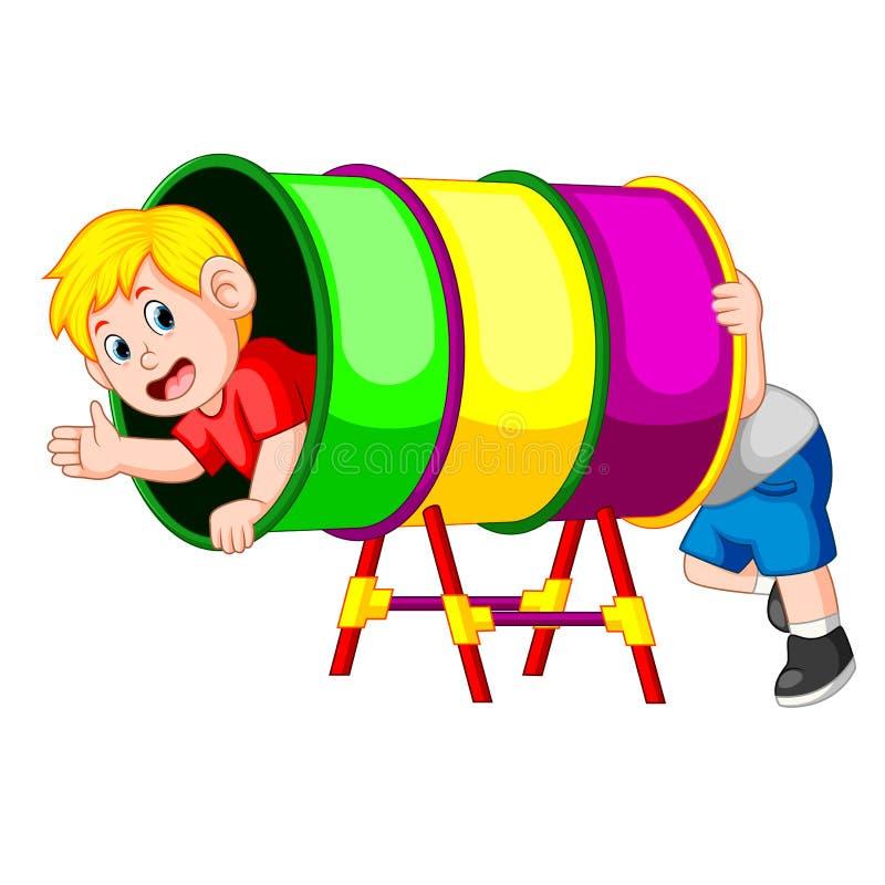 Jeu heureux de garçons dans le tube d'arc-en-ciel illustration stock