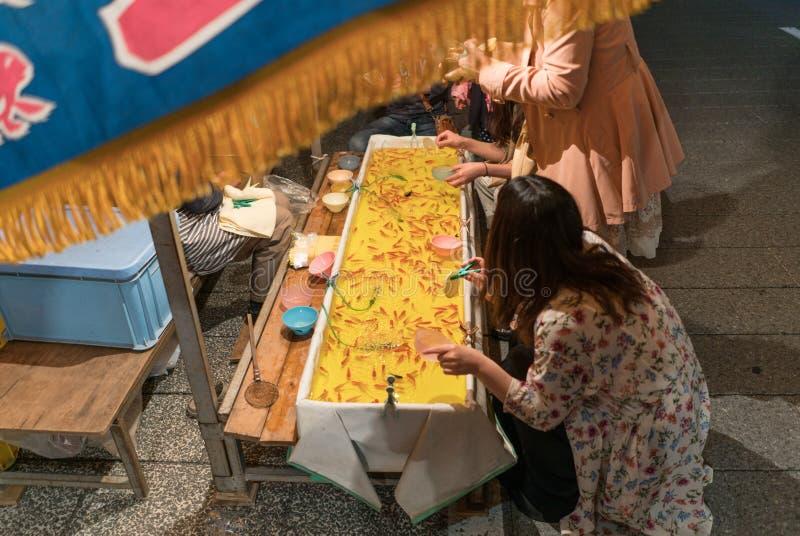 Jeu japonais de festival de poisson rouge photo stock