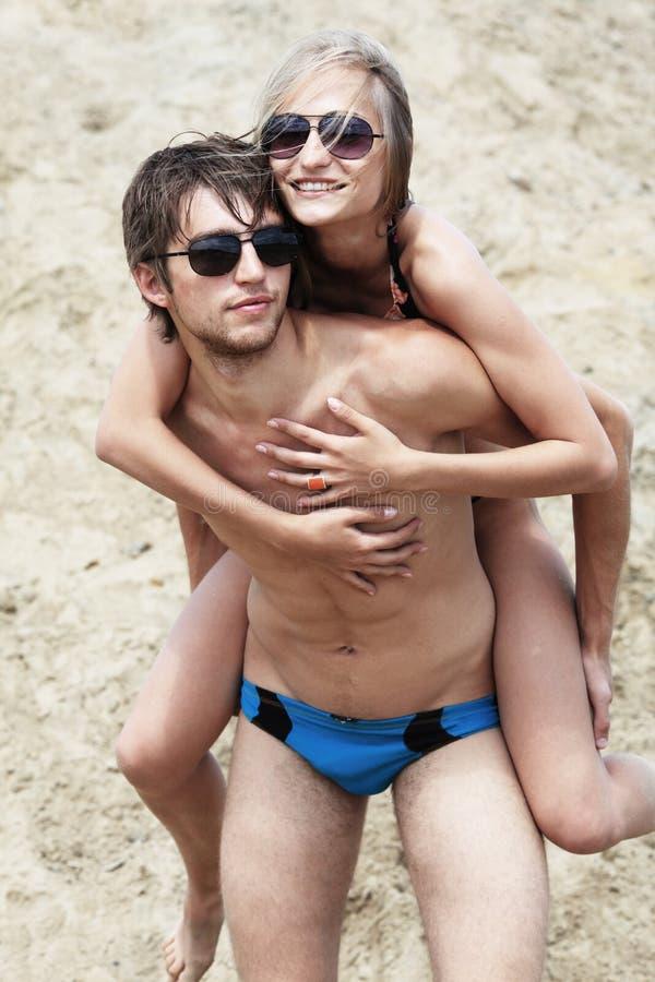 Jeu sur une plage photos stock