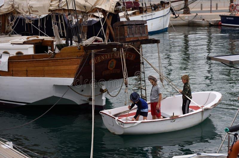 Jeune équipe de marins images stock