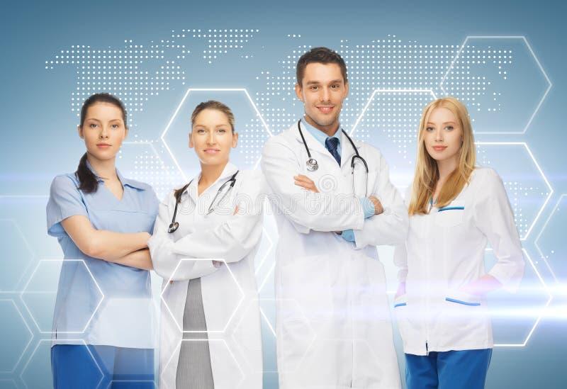 Jeune équipe ou groupe de médecins photos stock