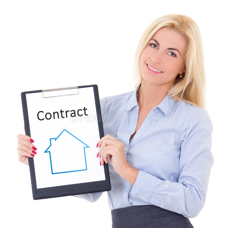 Jeune agent immobilier de femme d'affaires vrai montrant le presse-papiers avec la Co images stock