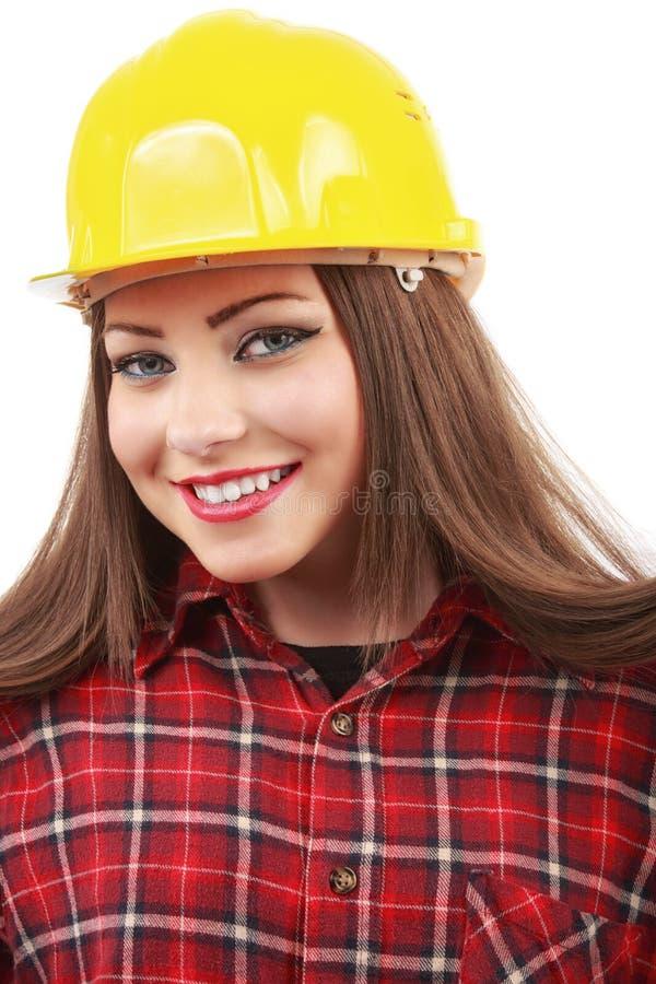 Jeune architecte ou constructeur féminin utilisant un chapeau jaune de cerf sur a image stock