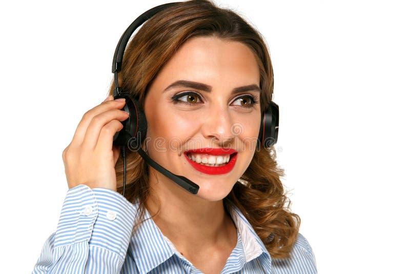 Jeune assistant de centre d'appels avec des écouteurs photo libre de droits