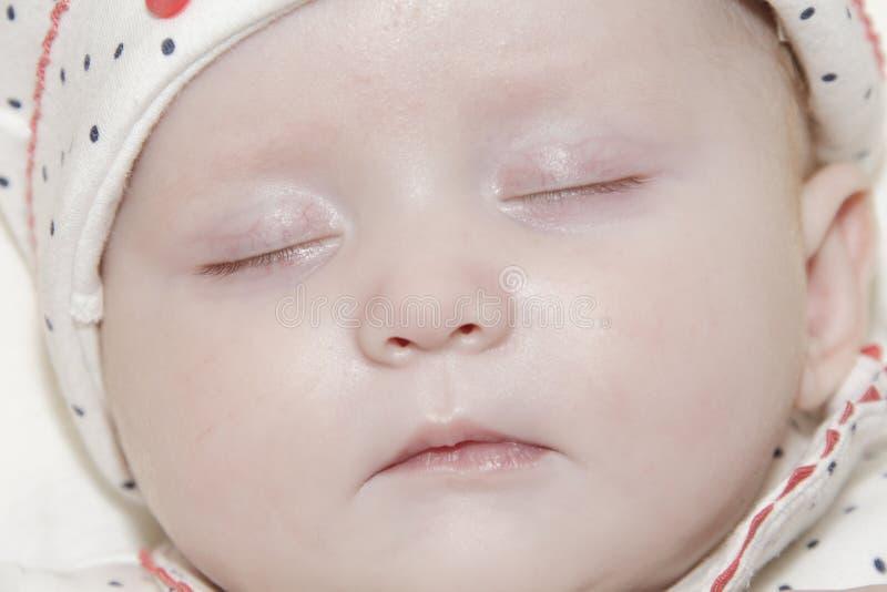 Jeune Bébé De Sommeil Images stock