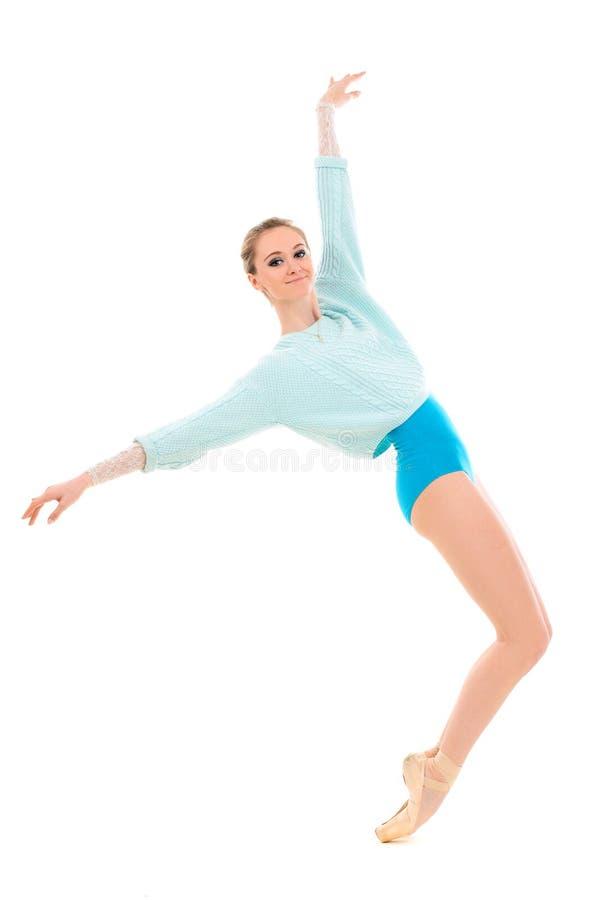 Jeune ballerine professionnelle sur la pointe des pieds images libres de droits
