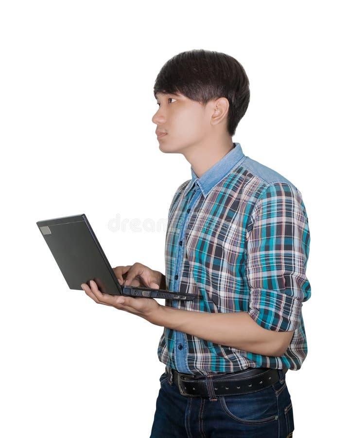 Jeune beau d'homme d'affaires utilisant l'ordinateur portable sur le fond blanc photos stock