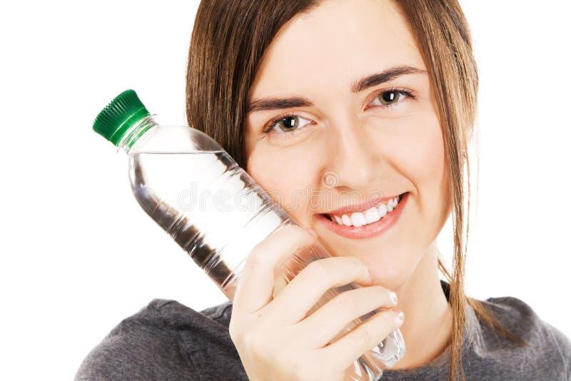 Jeune beau femme avec une bouteille de l'eau photographie stock