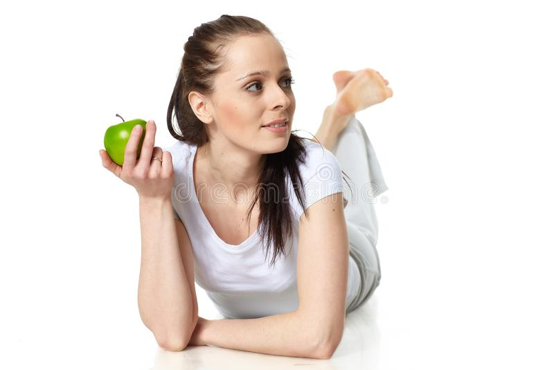 Jeune beau femme avec une pomme photos stock