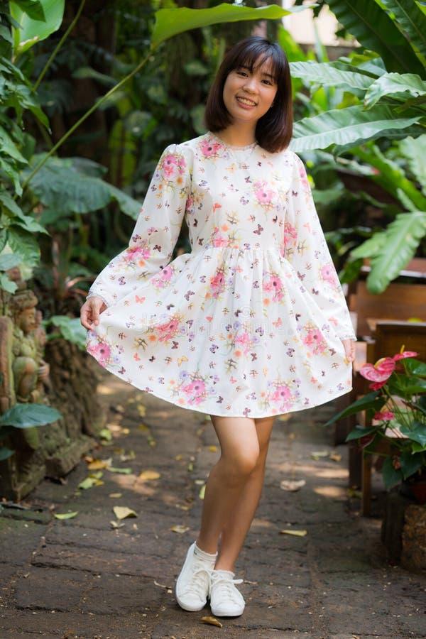 Jeune beau portrait de mode de fille photo libre de droits