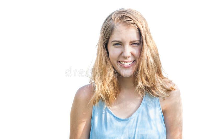 Jeune beau sourire heureux de fille d'isolement sur le blanc image libre de droits