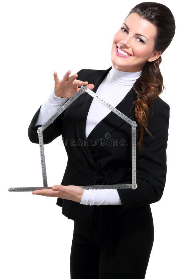 Jeune beau symbole heureux de maison de femme d'affaires photos libres de droits
