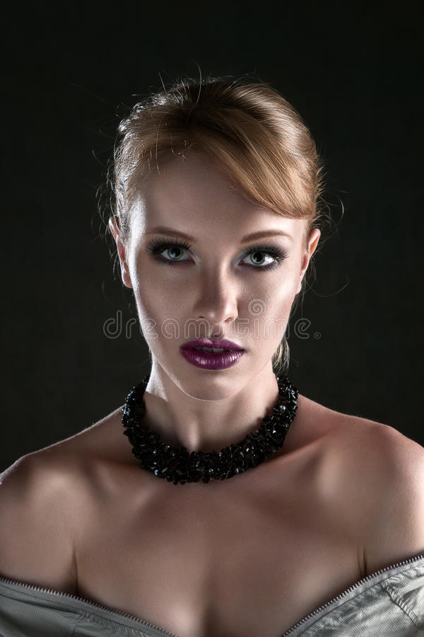 Jeune beau visage de femme photos stock