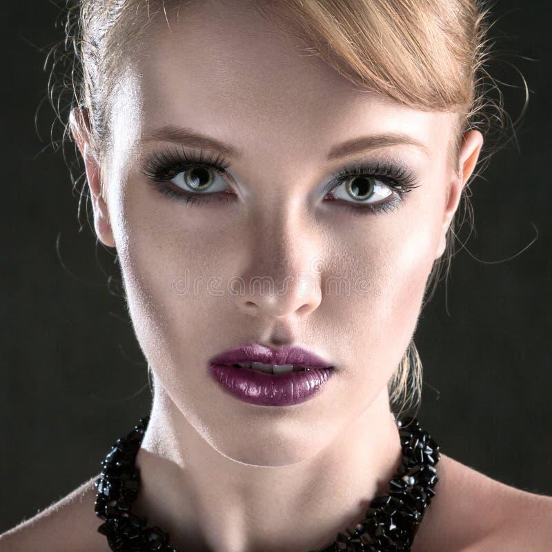 Jeune beau visage de femme photographie stock