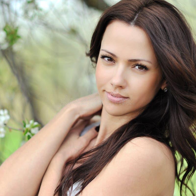 Jeune beau visage de femme - plan rapproché image libre de droits