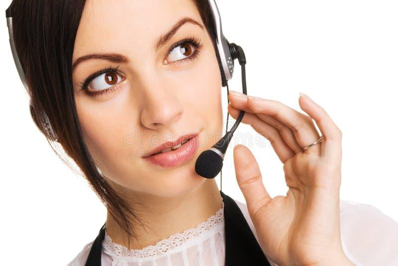 Jeune bel opérateur de centre d'attention téléphonique photo stock