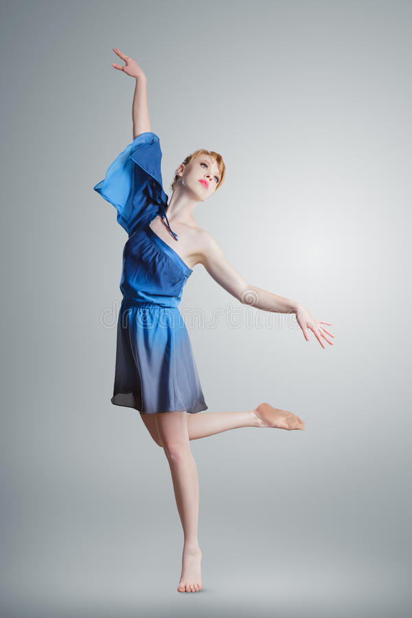 Jeune belle ballerine photographie stock