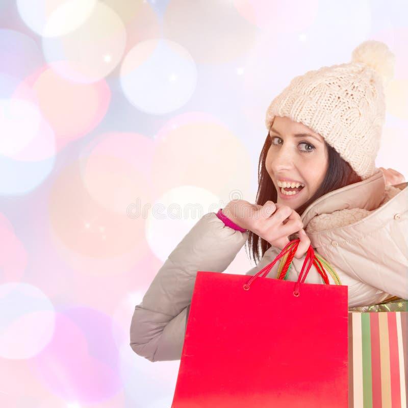 Jeune belle femme, achats de Noël photographie stock
