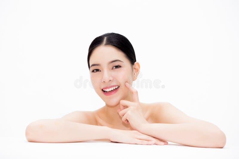 Jeune belle femme asiatique montrant la fasce lisse et se soulevante images libres de droits