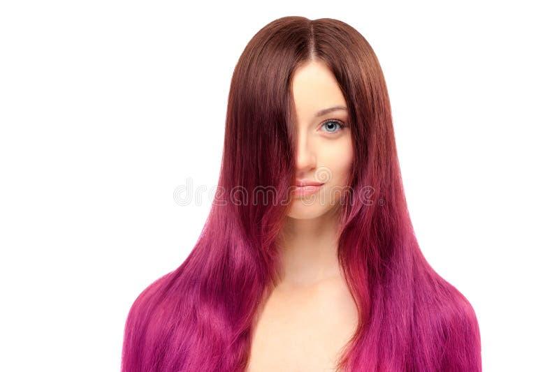 Jeune belle femme avec de longs cheveux magnifiques photos libres de droits