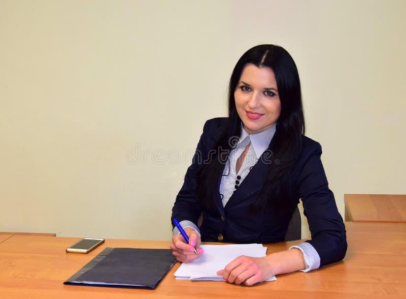 Jeune belle femme d'affaires images libres de droits