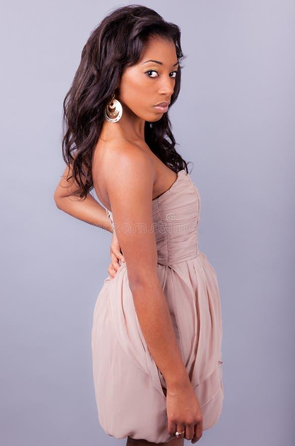 Jeune belle femme d'Afro-américain image libre de droits