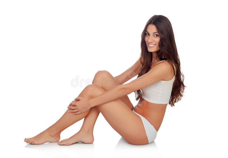 Jeune belle femme dans des sous-vêtements de coton photographie stock libre de droits