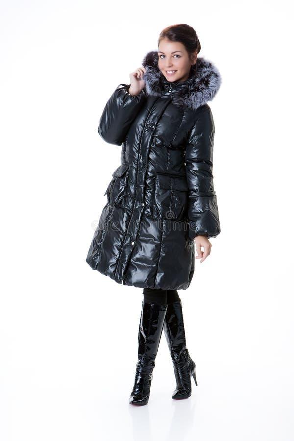 Jeune belle femme dans le manteau d'hiver image libre de droits