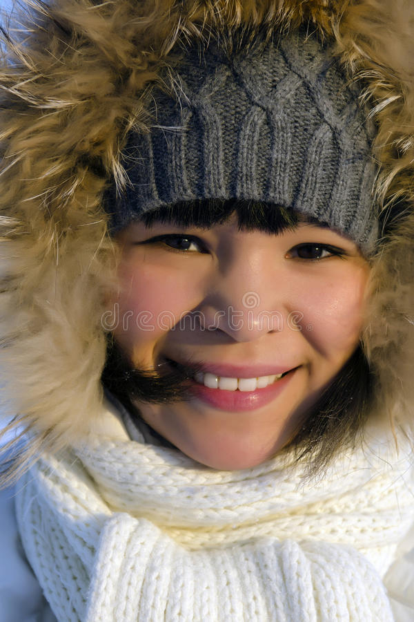 Jeune belle femme de Chukchi photo stock