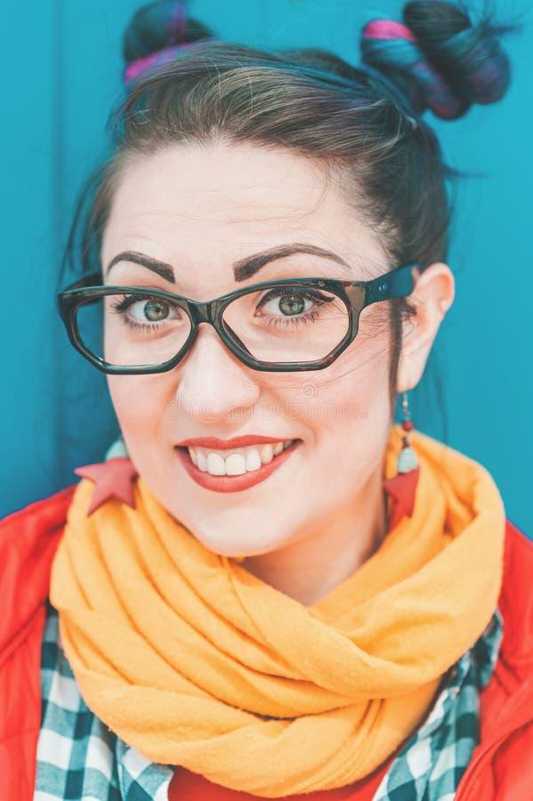 Jeune belle femme de hippie de mode avec les cheveux colorés images libres de droits