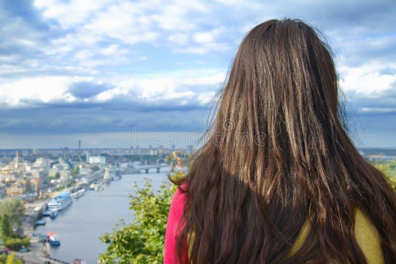 Jeune belle femme de voyageur photos libres de droits