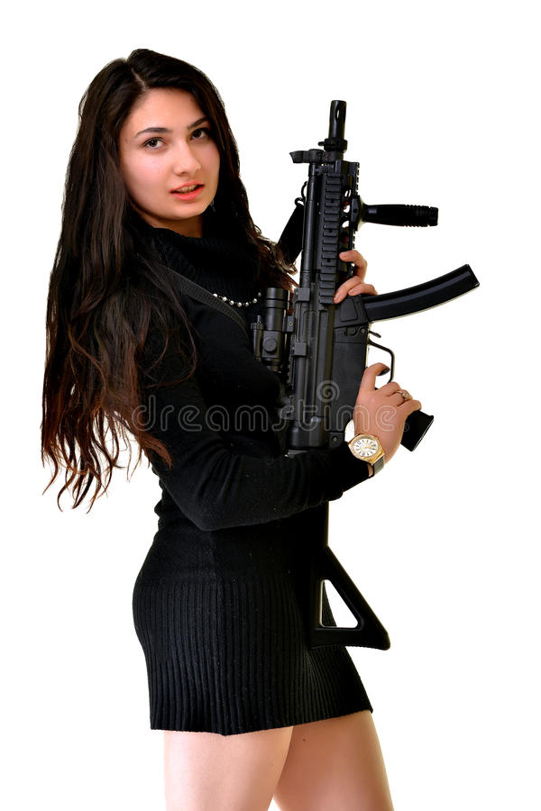 Jeune belle femme sexy jugeant le pistolet disponible images libres de droits