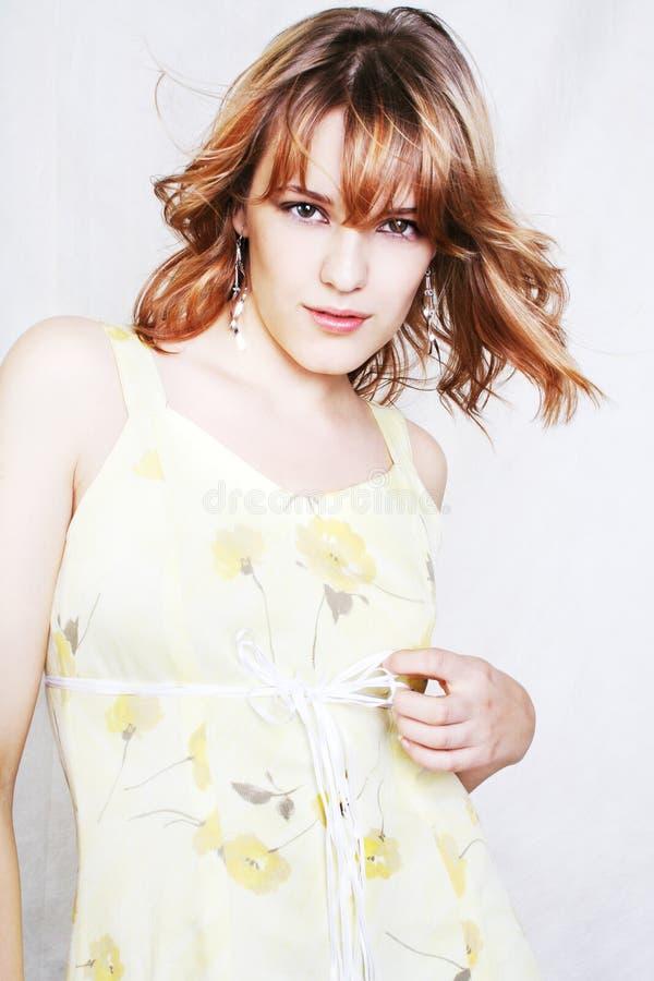 Jeune belle femme sexy sur le blanc photos libres de droits