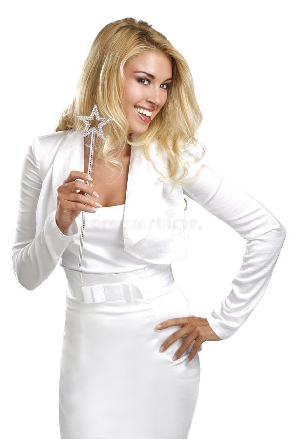 Jeune belle femme tenant une baguette magique magique photos stock