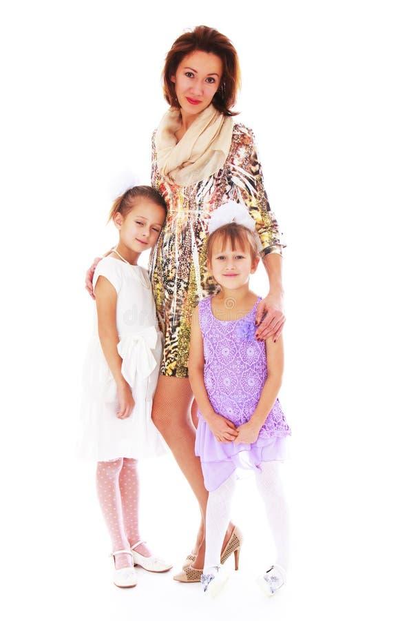 Jeune belle mère avec deux filles avec du charme photos stock
