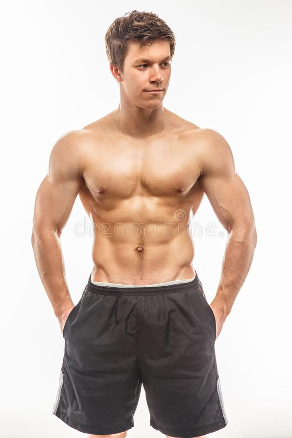 Jeune bodybuilder musculaire attirant photo stock